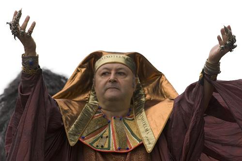 """Renzi: """"Vincerà Sala? Non sono mica il mago Otelma"""""""