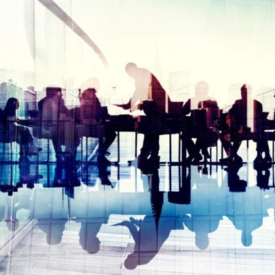 Due pesi e due misure: conflitti d'interessi, politica, parenti & affari