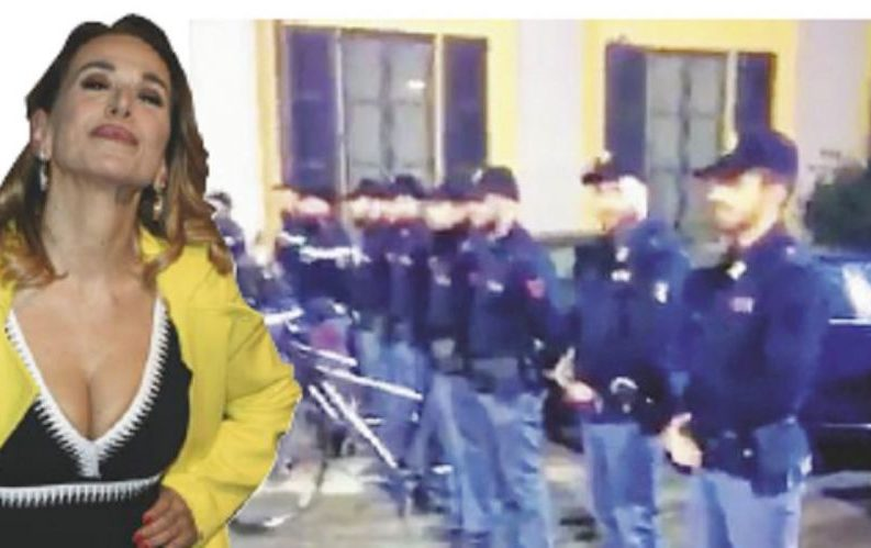 Picchetto d'onore in Questura per Barbara D'Urso (con VIDEO)