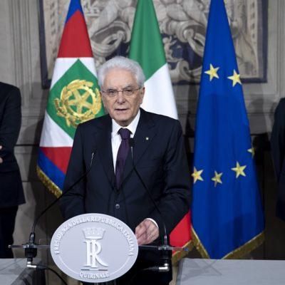Otto sindaci di Milano con Mattarella. Contro i barbari dell'antipolitica