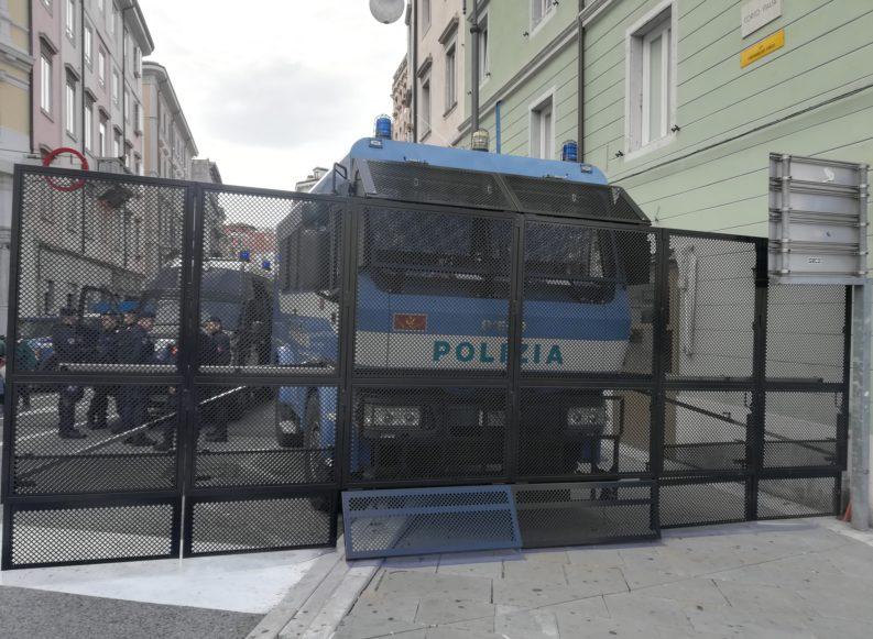 Trieste. Una giornata particolare (due manifestazioni e una promessa del prefetto)