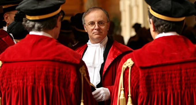 """Gli avvocati contro Davigo: """"Punitelo per le sue interviste"""""""