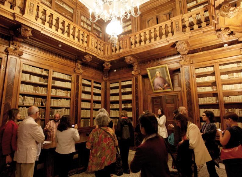 Dividere antico e moderno: la guerra della biblioteca