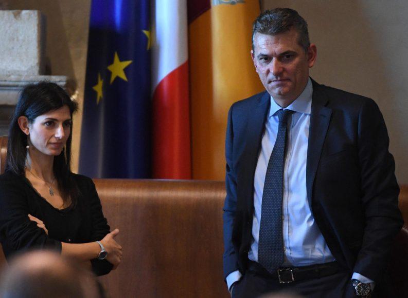 """""""Monnezza"""" a Roma. Bagnacani: """"Pressioni sul bilancio"""". Raggi: """"Falso"""""""