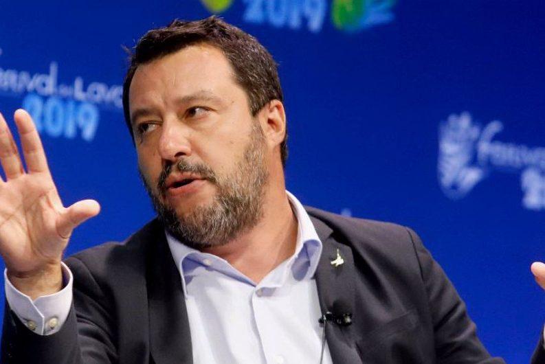 """""""Sigilleremo i sacri confini"""": Salvini a Trieste apre il fronte est"""