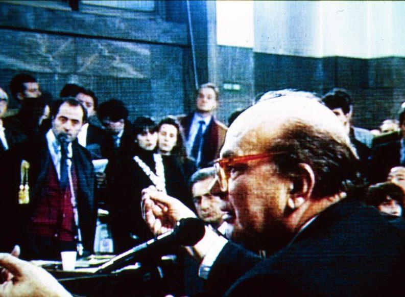 """Santificare Craxi. Di Pietro: """"È solo uno dei tanti condannati di Tangentopoli"""""""