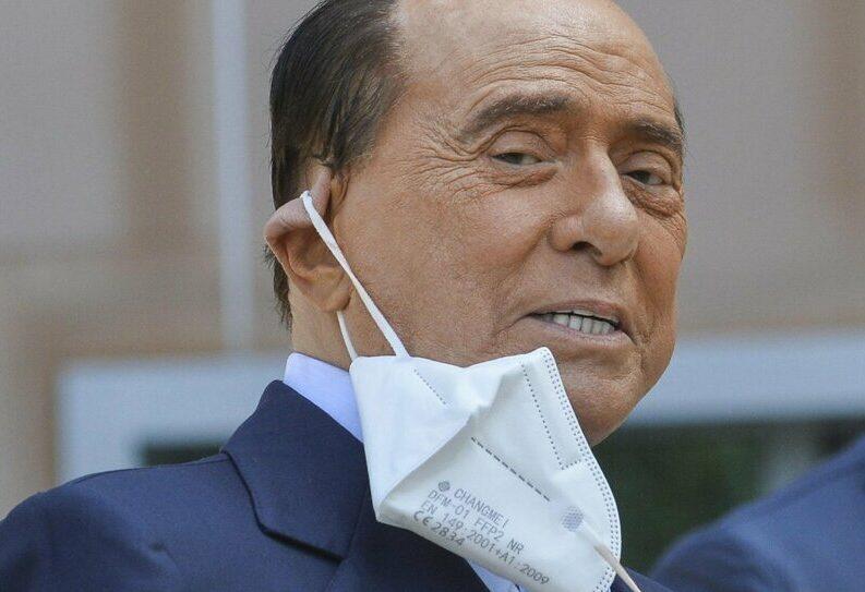 """Silvio ha la """"spinellite"""": non incontra in aula il fedele ragioniere del bunga-bunga"""